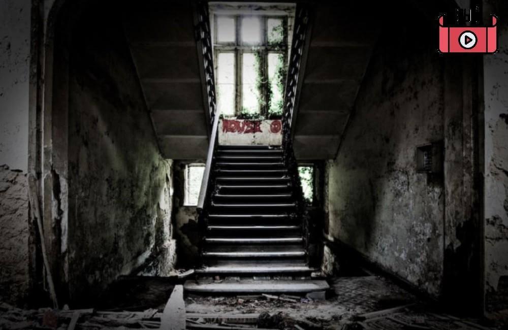 article 2306673 1936CC3F000005DC 896 964x637 - فیلم واقعیت مجازی ترسناک مدرسه تسخیر شده 2